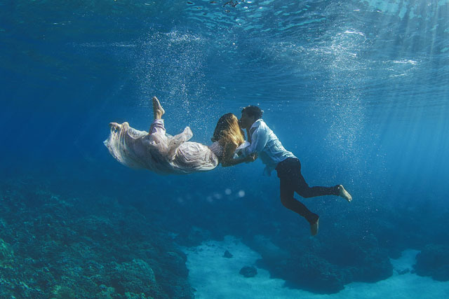 Underwater-Trash-Dress-Joelle-Perry-Gown-Maui-22